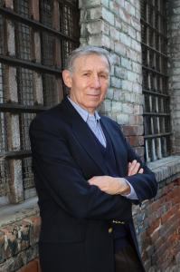 Dr. Carlos Cortés